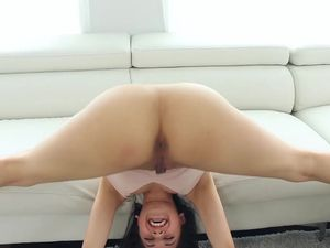 Teen Bends In Crazy Ways For Flexible Sex