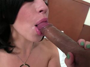 Sexy Lips Make A Blowjob So Much Hotter