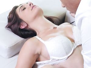 BBC Brings Pleasure For The Gorgeous Young White Girl